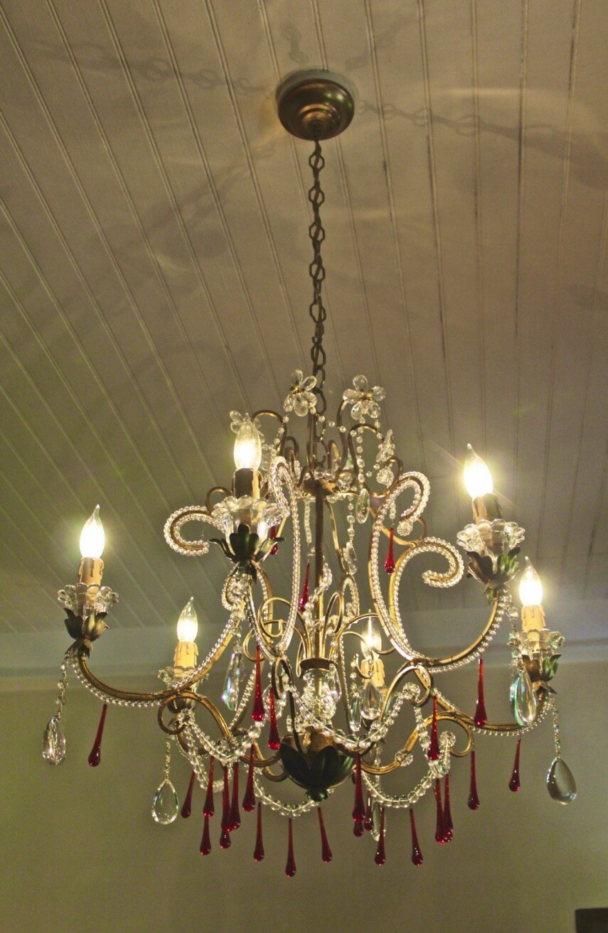 Similar To Crystal Chandeliers They Are Mainly Made Up Of Beads Or S Instead Although Give The Same Glistening Effect Like A