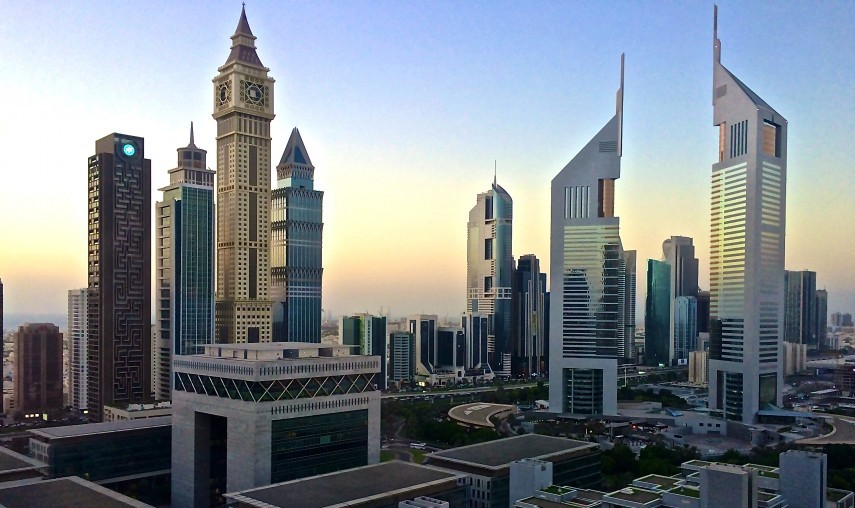 Emirates_Towers_in_Dubai_at_dawn- Wiki