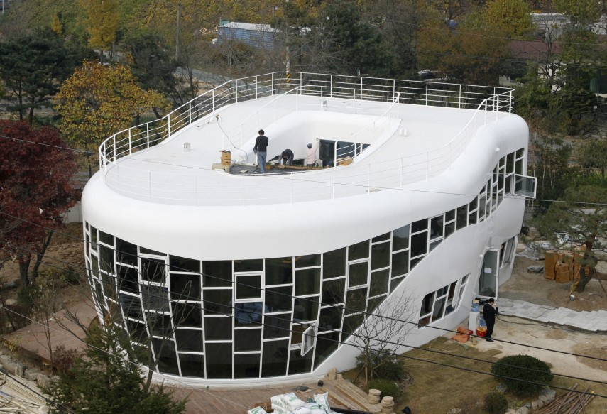 A lavatory-shaped house, Haewoojae, which means the house for satisfying one's anxiety, is seen in Suwon, about 46 km south of Seoul