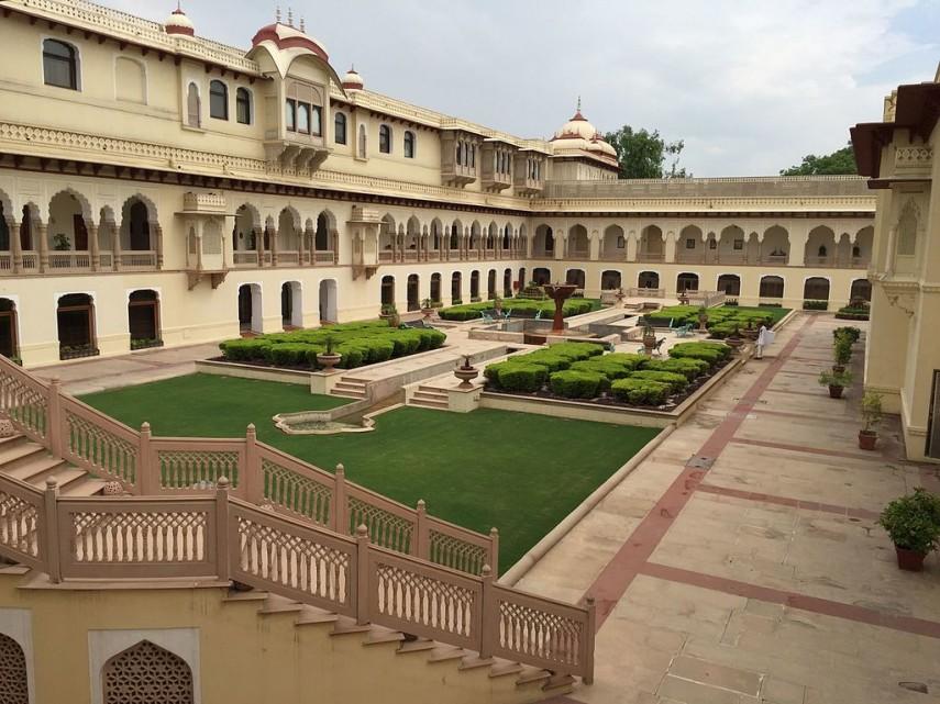 Rambagh_Palace_Jaipur_courtyard,_July_2016