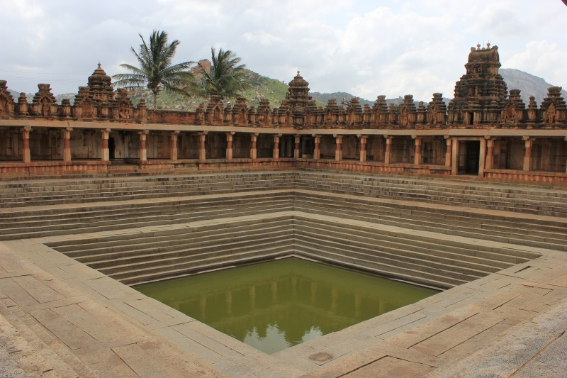 Temple_tank_in_Bhoganandishvara_group_of_temples_at_Chikkaballapur_district