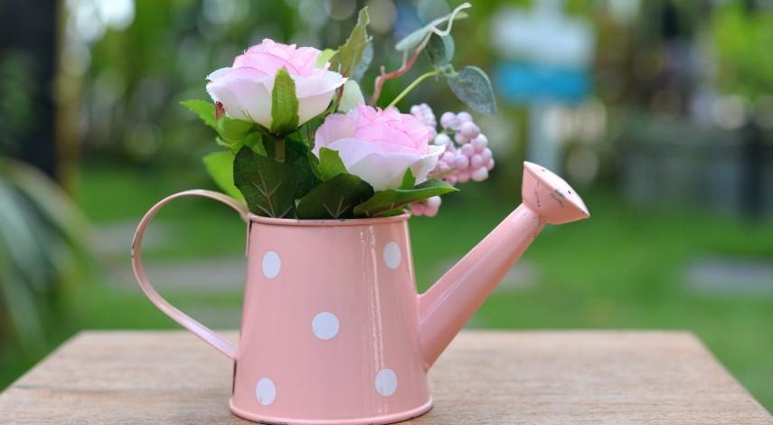 10 Creative Ways To Use Flower Pots As Décor