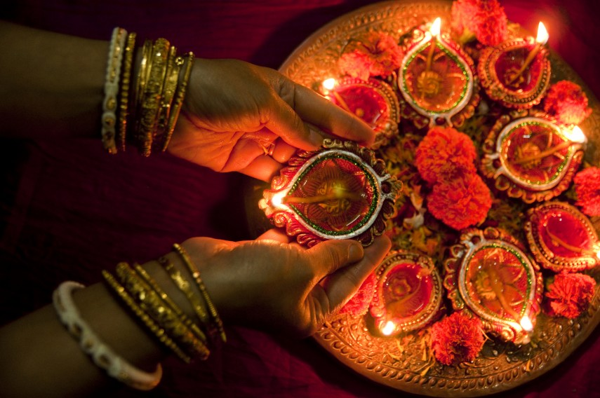 Diwali ki tyaari seven traditional must have decorative for Home decorations diwali