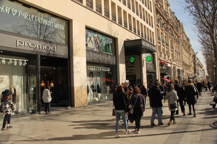 Avenue_des_Champs-Élysées,_
