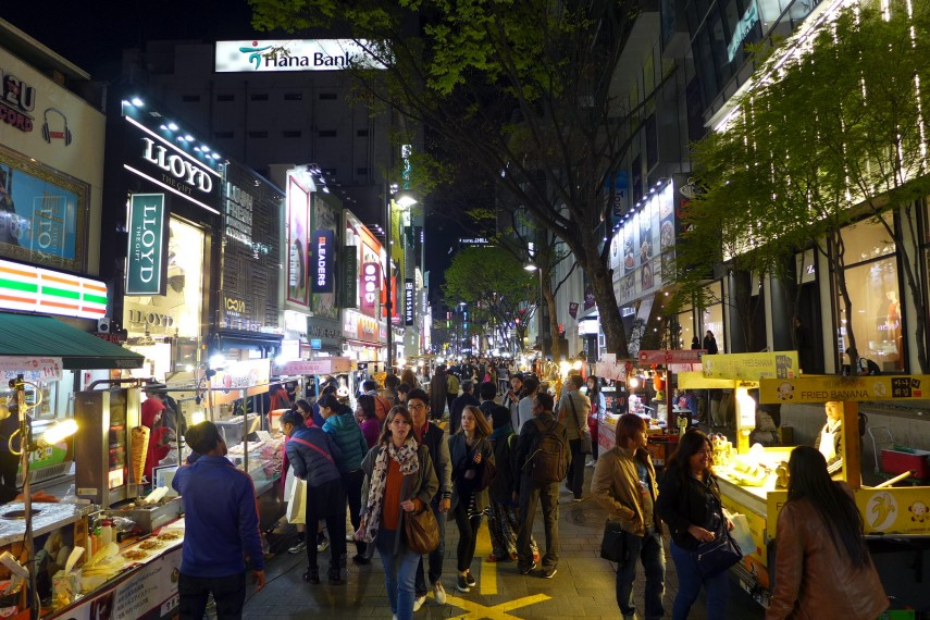 Myeong-dong_Night_view_201604