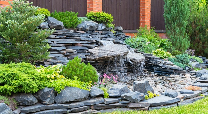 10 diy outdoor fountain ideas for your garden for Ideas for your garden