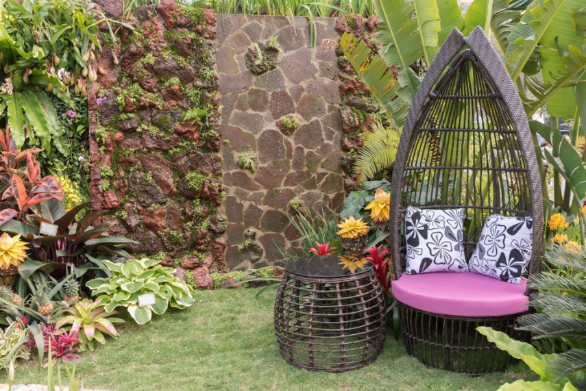 Wicker outdoor seating chair